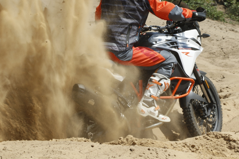 ktm-travel-action-exhaust-jekill-hyde